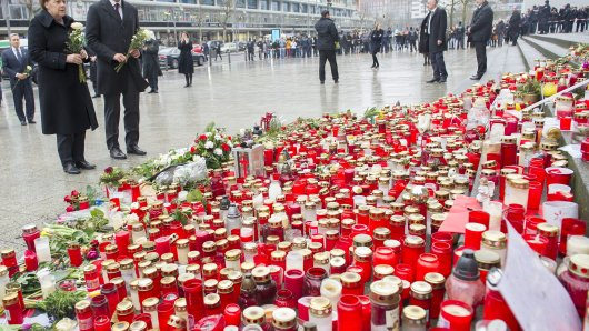 Bundeskanzlerin Angela Merkel und Kanadas Premier Justin Trudeau am Gedenkort auf dem Breitscheidplatz