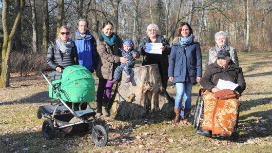 """Anwohner und Bewohner des Pflegeheims """"Leonore"""" kämpfen gemeinsam für den Erhalt des Parks. Ab Montag sollen dort Bäume gefällt werden"""