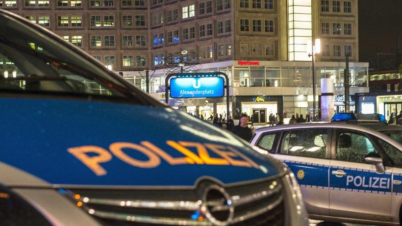 15 Festnahmen: Polizei-Großeinsatz am Alexanderplatz