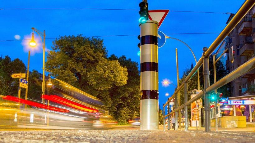 Rotlicht-Blitzer bringen Berlin Millionen - Berliner