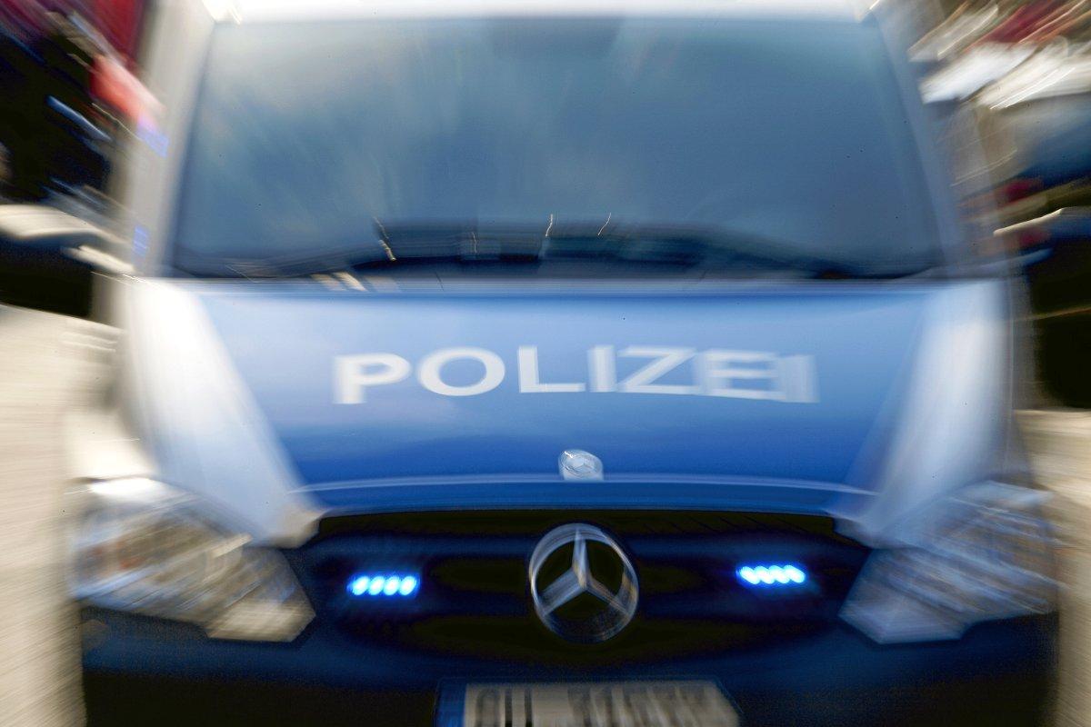 Vater schlägt wegen Strafzettel vor Tochter auf Polizist ein
