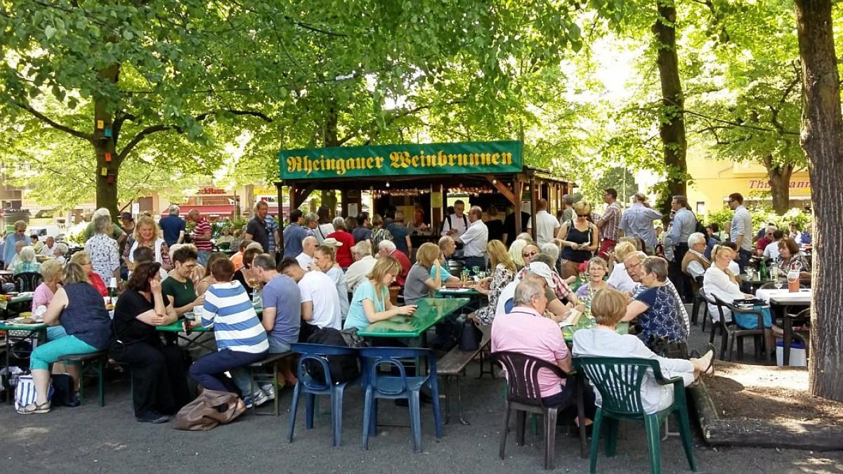 Rüdesheimer platz 2019 weinbrunnen Rheingauer Weinbrunnen