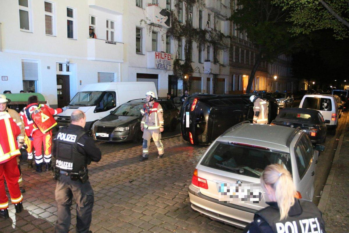 Blaulicht-Blog: VW Touran schleudert auf die Seite
