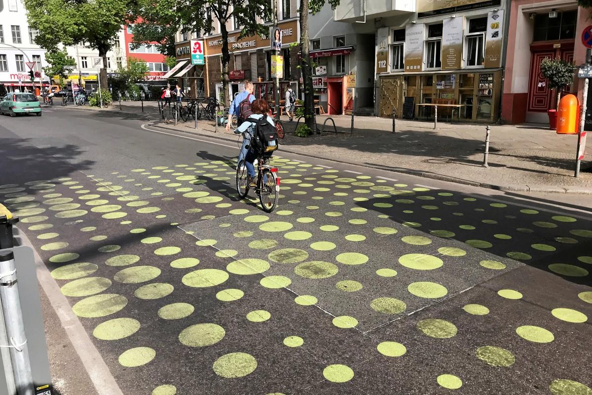 Bergmannstraße (Kreuzberg): Grüne Punkte schon nach einer Woche schlecht zu sehen