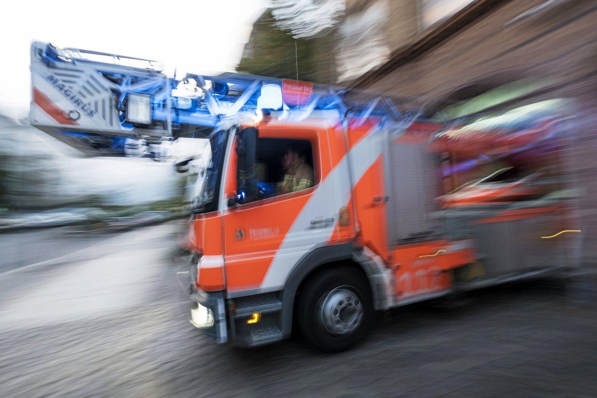 Traunsteiner Straße in Schöneberg: Mann bei Feuer lebensgefährlich verletzt