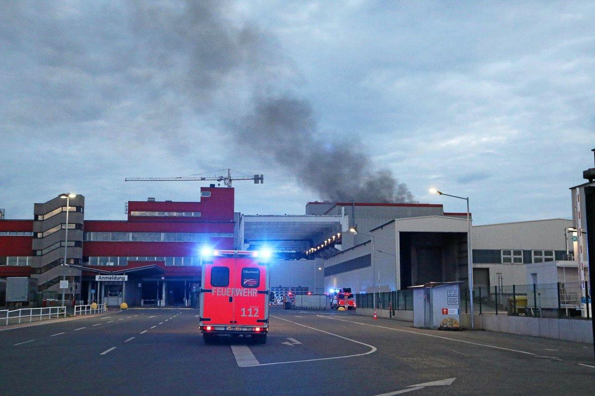 Blaulicht-Blog: 6000 Tonnen Müll bei BSR in Brand geraten