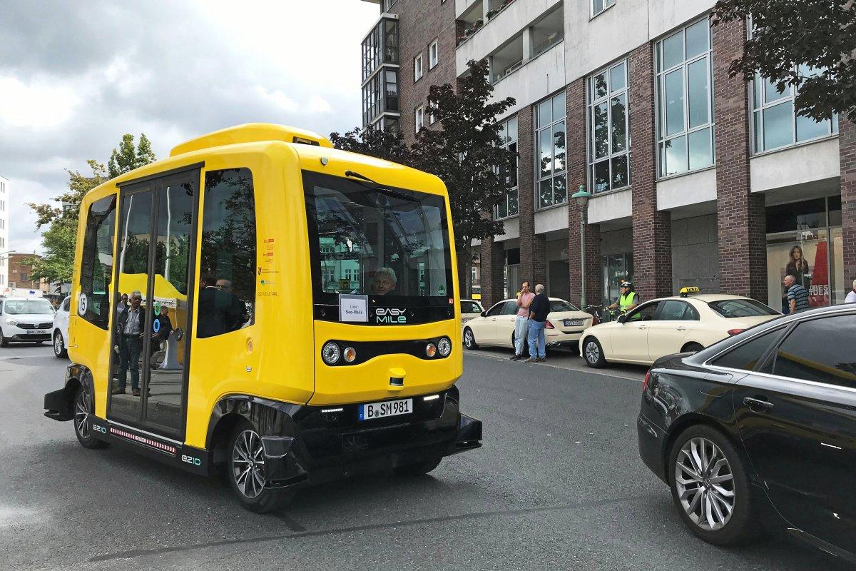 BVG: Erster Bus ohne Fahrer in Tegel - Auf Stotterfahrt in die Zukunft