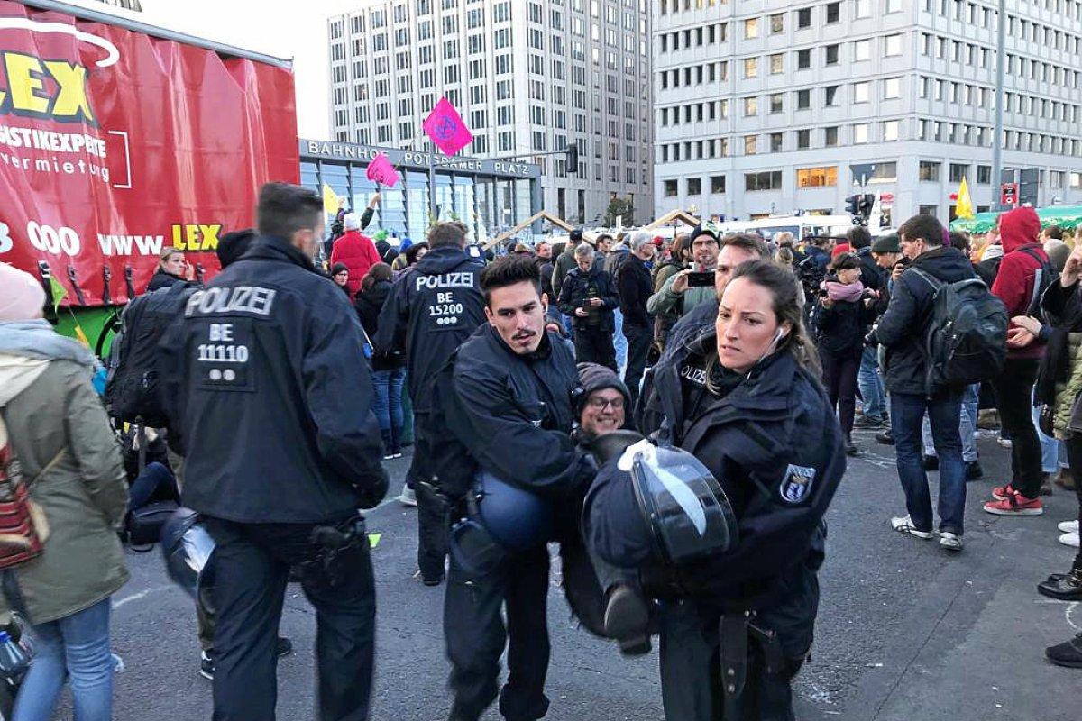 Extinction Rebellion - Polizei mit 68-Stunden-Wochen