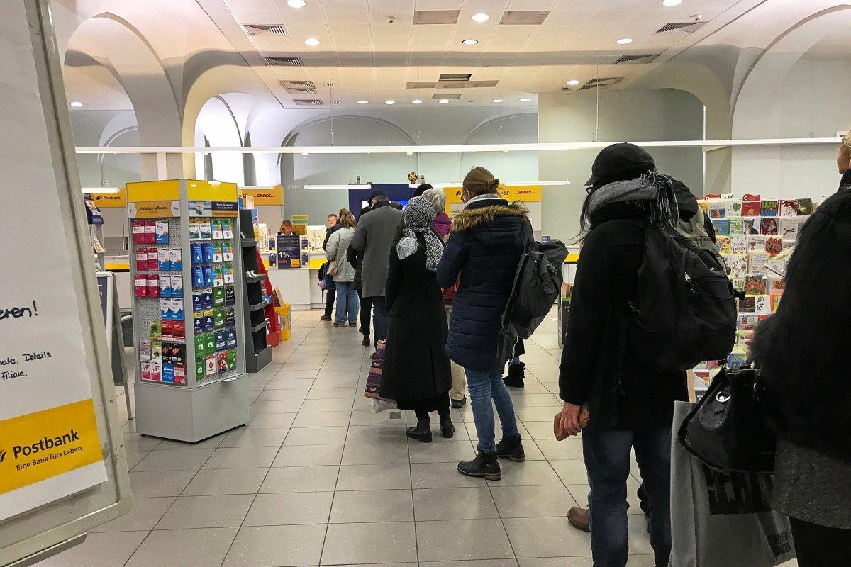 Post: Andrang in der Weihnachtszeit - Acht Berliner Filialen im Test