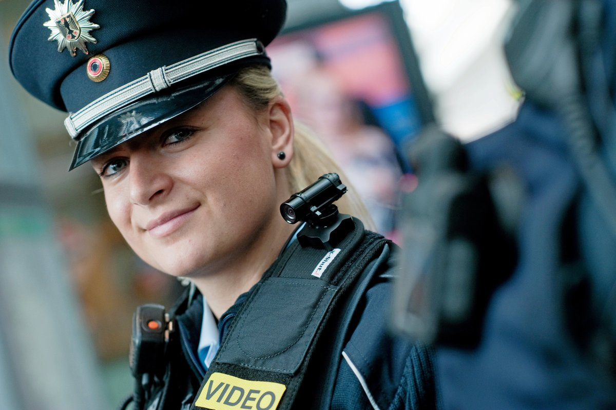 Berliner Polizisten und Feuerwehrleute bekommen Bodycams