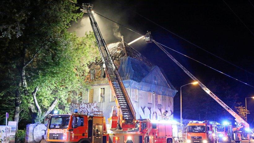 Großbrände halten Feuerwehr in Atem