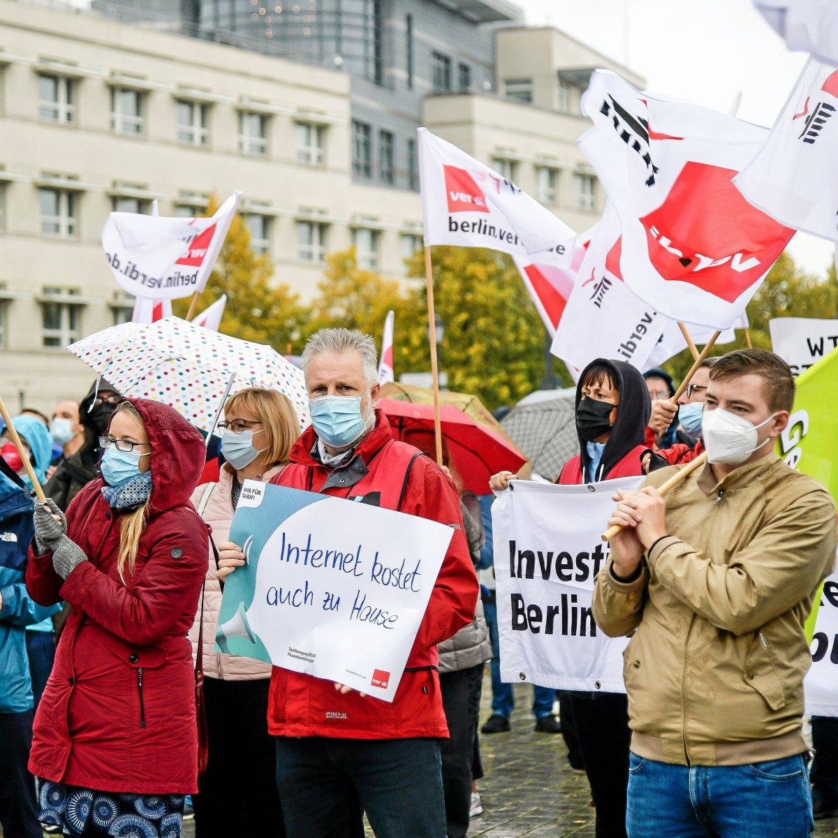 Hunderte Banken-Mitarbeiter streiken in Berlin - Berliner Morgenpost