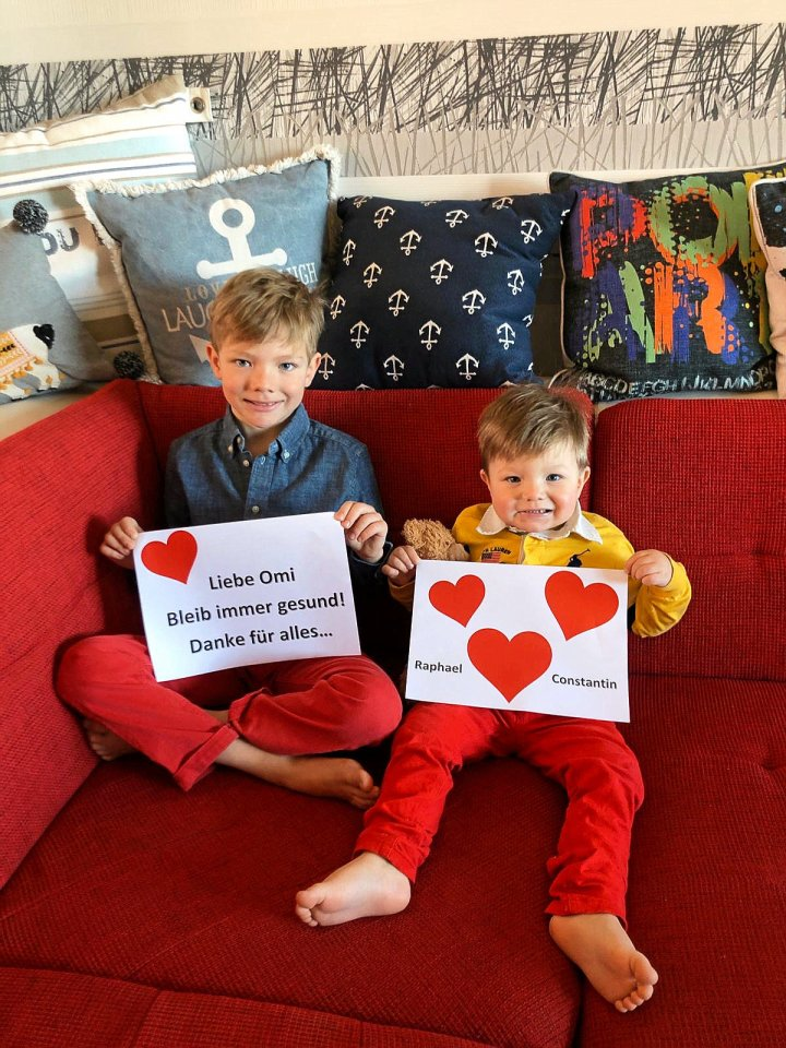 Herzensgrüße kommen von Familie Hélary. Im Namen aller bedanken sich Raphael (7) und Constantin (2) aus Reinickendorf bei ihrer Omi Renate.