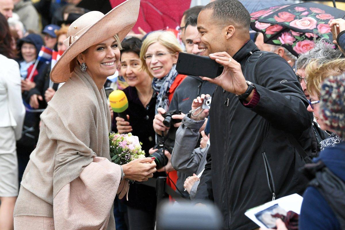 Potsdamer jubeln niederländischem Königspaar zu