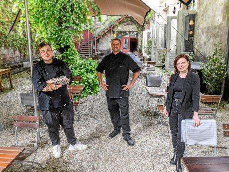 """Das Team im """"Clärchens"""": Simon Dienemann, Kulinarischer Berater, Ingmar vom Brocke, Küchenchef, und Bianca Zedler, Betriebsleiterin."""