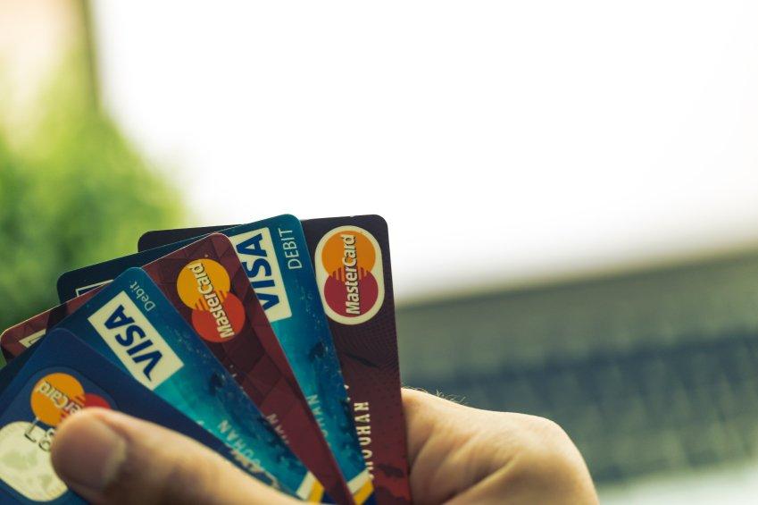 Im Notfall sofort die Kreditkarte sperren lassen - die Notrufnummer lauter 116 116