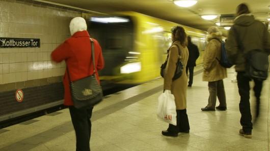 Berliner U-Bahn am Kottbusser Tor - hier sind zahlreiche Drogendealer unterwegs