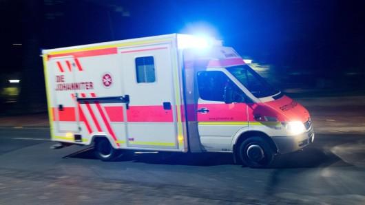 Die Rettungskräfte mussten in der Nacht zu zahlreichen Einsätzen ausrücken (Archivbild)