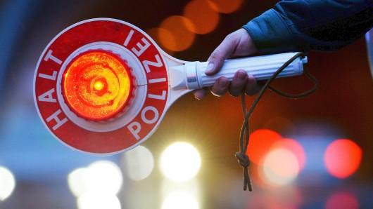 Die Polizei stoppte einen 33-jährigen Fahrer an der Londoner Straße