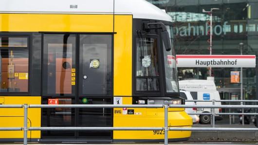 Am Berliner Hauptbahnhof halten künftig nicht nur Fernzüge, S- und U-Bahnen, sondern auch Straßenbahnen