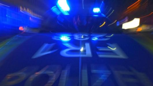 In Haselhorst stoppen die Beamten einer Zivilstreife einen Raser (Symbolbild)