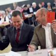 Rote Karte für die Fortführung der Koalition: Linke-Parteichef Klaus Lederer (l.) und Fraktionschef Udo Wolf
