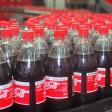 Tausende Coca-Cola-Flaschen laufen in  Hohenschönhausen täglich über die Bänder
