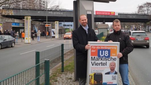 Der CDU-Abgeordnete Michael Dietmann (l.) und Reinickendorfs Bezirksbürgermeister Frank Balzer (CDU) haben am Dienstag auf dem Wilhelmsruher Damm eine Unterschriftenaktion zum Weiterbau der U-Bahnlinie 8 gestartet