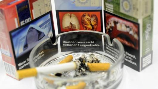 Raucher in Deutschland müssen sich auf Schockfotos und größere Warnhinweise auf Zigarettenschachteln einstellen