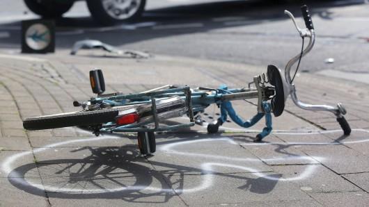 Bei dem Unfall in Köpenick wurde ein Fahrradfahrer schwer verletzt