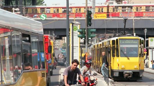 Wenn Fahrradfahrer auf BVG und S-Bahn umstiegen, sei das nicht ökologisch, sondern würde den Nahverkehr überlasten, meint der Fahrgastverband