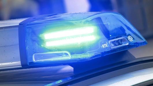 Vier Männer verprügelten einen 59-Jährigen in der Nacht zum Sonntag und verletzten ihn schwer