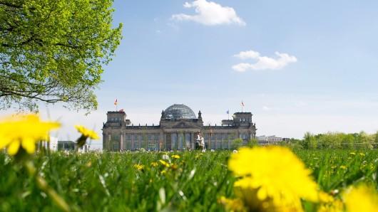 Berlin ist eine Stadt, in der man sich jeden Tag neu aussuchen darf, ob das Glas halb voll oder halb leer ist.