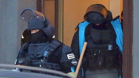 Beamte des Spezialeinsatzkommandos in der Zwinglistraße in Berlin-Moabit