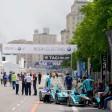 Formel-E-Rennwagen in der Boxengasse auf der Karl-Marx-Allee