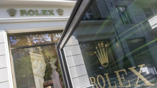 Blick am 06.06.2016 auf dasSchaufenster eines Geschäfts für Luxus-Uhren am Kurfürstendamm inBerlin. In dem Geschäft wurden in der Nacht mehrere hundert Uhren und Geld gestohlen