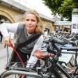 Fahrradparkplatz am Savigny-Platz: Karin W. aus Berlin möchte mehr Bögen (Parkbögen) um ihr Fahrrad anzuschließen