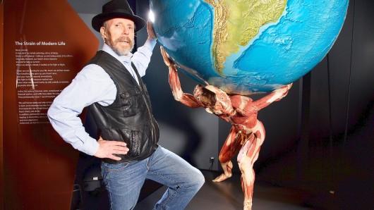 Gunther von Hagens baut die Ausstellung im Menschen Museum um. Damit soll eine drohende Schließung abgewendet werden