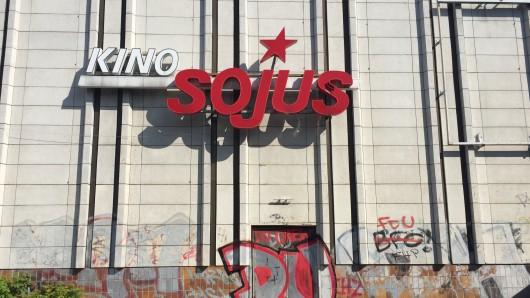 Das ehemalige Kino Sojus am Helene-Weigel-Platz in Marzahn
