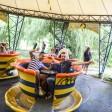 Spaß auf dem alten Karussell: Calogero Cipolla und Marco Heppner bei der Spreeprak-Tour