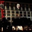 Der Kopf von Adolf Hitler prangt auf der Mall of Berlin