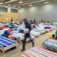 Eine Notunterkunft für Fluechtlinge in einer Turnhalle in Prenzlauer Berg (Archivbild)
