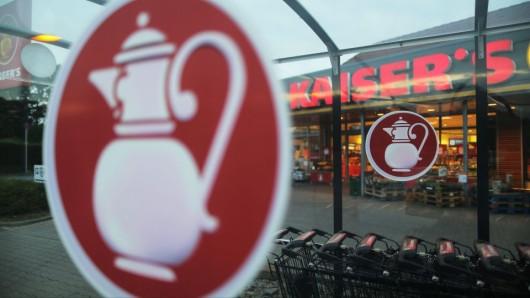 Ein Schriftzug leuchtet an einem Kaiser's Tengelmann Markt. (Foto: dpa / Oliver Berg)