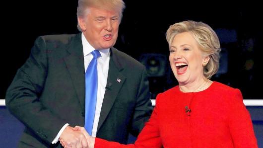 Diese Bilder zeigen Hillary Clinton und Donald Trump in ähnlichen Posen