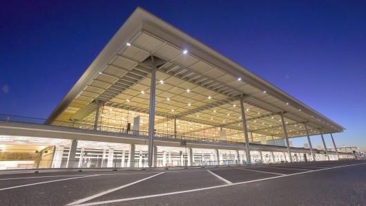 Das Terminalgebäude und Nebengebäude des Hauptstadtflughafens BER