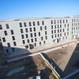 Blick auf die erste Berliner Flüchtlingsunterkunft in modularer Bauweise