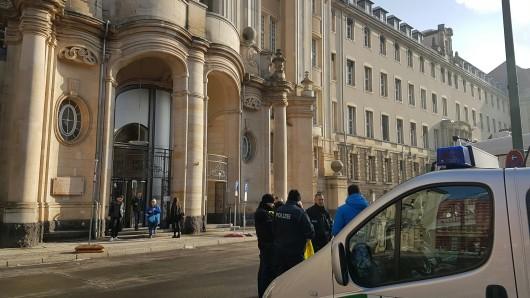 Absperrungen vor der Amtsgericht Mitte, wo am Donnerstagvormittag der Fall verhandelt wurde