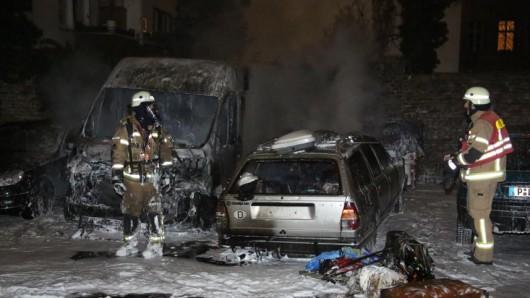Die Autos brannten komplett aus