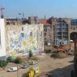 Auf dem Tacheles-Areal in Mitte beim Baustart vergangenen April. Jetzt beginnt die nächste Bauphase zur Vorbereitung des Erdaushubs im Juli