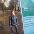 Katrin Pollok begrüßt die Neubepflanzung